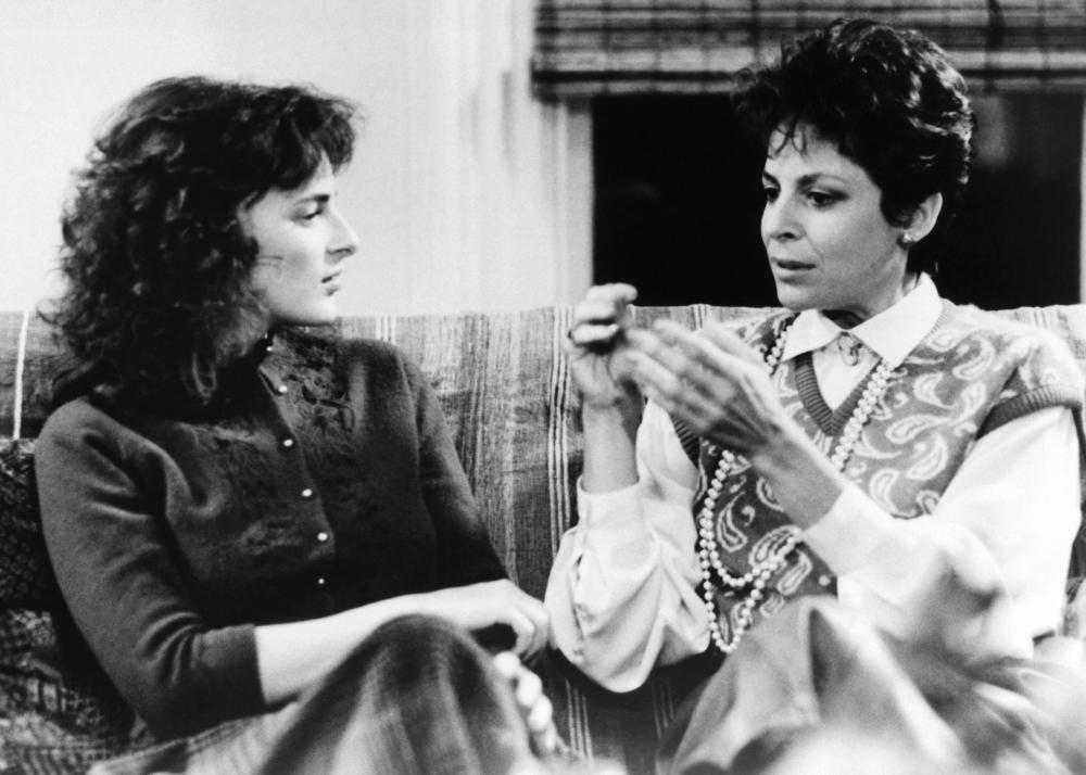 Linda Bove and Marlee Matlin in Children of a Lesser God 1986